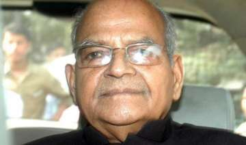 sukh ram surrenders sent to jail by court - India...