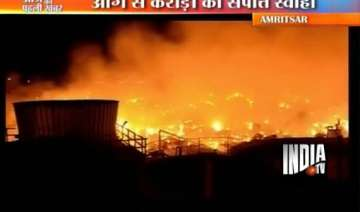 crores worth goods gutted in khanna paper mill...
