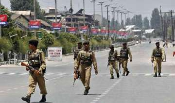 curfew in srinagar after clashes - India TV