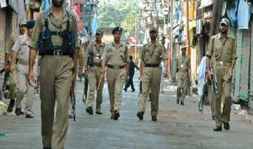 curfew in parts of srinagar after clashes - India...