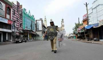 curfew like situation in old hyderabad - India TV