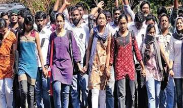 du students protest four year course - India TV