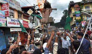 dam protesters try to enter kerala baton charged...
