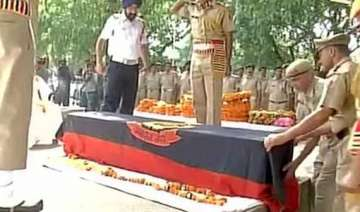 delhi constable s family to get rs one crore...