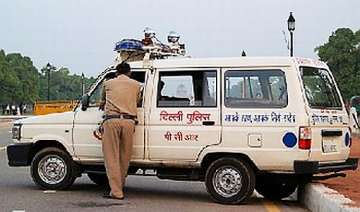 delhi court slams police personnel for appearing...