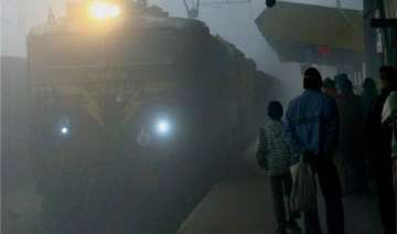 dense fog affects running of 66 trains - India TV