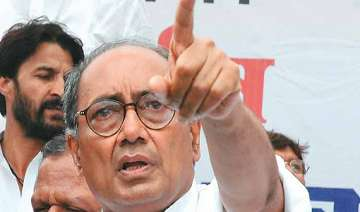 digvijay singh attacks anna terms him rss man -...