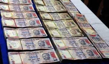 fake pre 2005 rs 500 rs 1000 notes distributed...