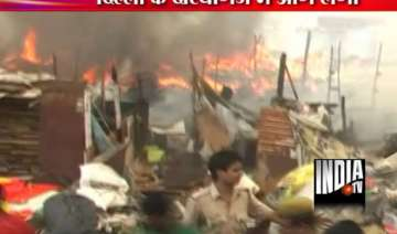 fire guts 100 hutments at slum cluster - India TV