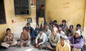 freed indian fishermen arrive in gujarat - India...