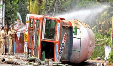 gas leak creates panic in kerala after lpg tanker...