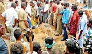 girl found dead in borewell in karnataka - India...