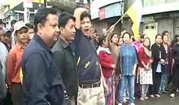 gorkhaland supporters set homeguard on fire arson...