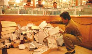 guards loot jewellery worth rs 1.5 crore from...