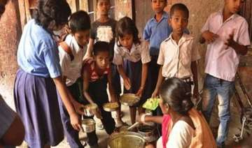 headmistress cooks held in domjur mid day meal...