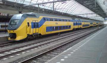 high speed ac trains to link delhi with meerut...