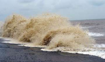 high tide in digha lakhs evacuated from bengal s...