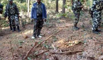 cop killed in naxal attack on police party in...
