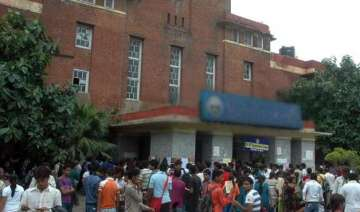du agrees to hand over medical college to delhi...
