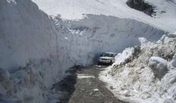 taxis go off roads in manali tourists suffer -...