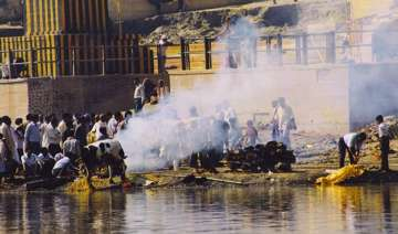 hindus cremation procedure causes air water...