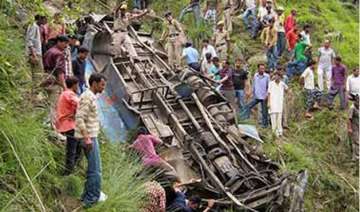14 killed 40 injured in andhra bus accident -...