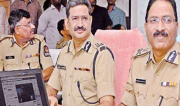 policeman two gangsters killed in telangana...