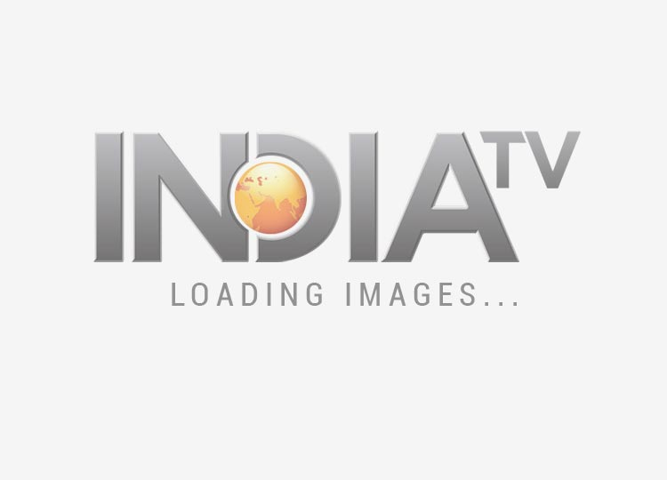 claudia ciesla rides on shetty s back - India TV