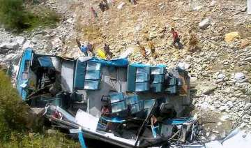 9 killed 8 injured in bus accident in himachal...