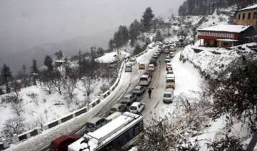 snow continues in himachal affects traffic...