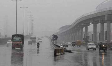 delhi witness drizzle temperature settles at 28.2...