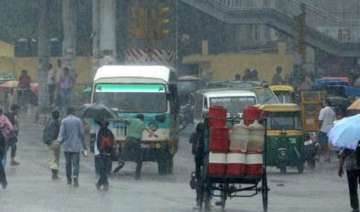 rain lashes delhi traffic hit - India TV