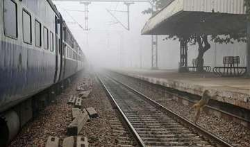 foggy morning in delhi delays over 30 trains -...