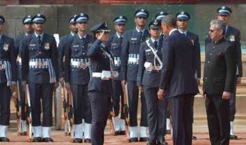 woman officer leads guard of honour for obama -...