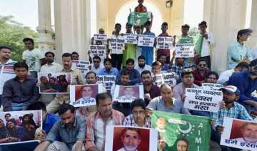 dadri lynching aimim workers stage sit in demand...