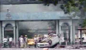 police tata guards fire in air after labourers...