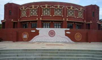 iim l gets 100 placements in record four days -...