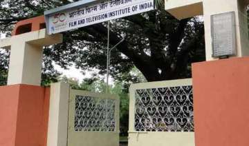 police enter ftii after students gherao director...
