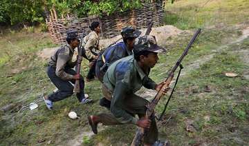 naxals kill 30 yr old man for being police...