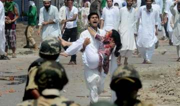 two injured in kashmir clash - India TV