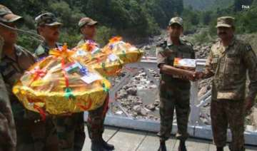 india pak troops exchange sweets on r day - India...