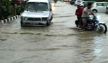 8 feared washed away in flash floods 200 trapped...