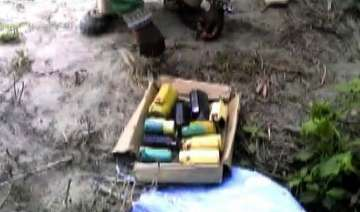 30 bombs recovered from a pond in bihar - India TV