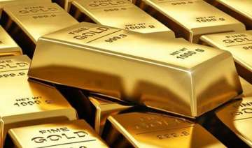 two held for smuggling gold worth about rs 1 cr...