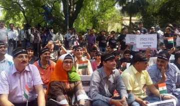 kashmiri pandits stage protest over issue of...