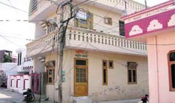 6 killed 4 injured as high tension wire falls on...