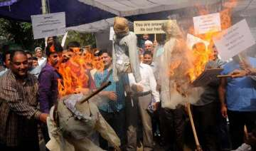 kashmir pandits deeply divided over possible...