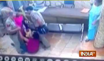 2 cops suspended for thrashing lawyer inside...