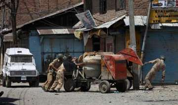 curfew in parts of srinagar - India TV