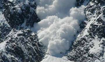 10 soldiers missing in siachen avalanche rescue...